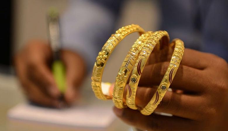 الذهب يهوي لأدنى مستوياته منذ شهرين