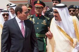 الملك سلمان يستقبل السيسي لدى وصوله الرياض