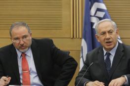 نتنياهو وليبرمان يردان على الطائرات الورقية بخنق غزة