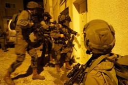 الاحتلال يعتقل 11 مواطنا من الضفة الغربية فجر اليوم