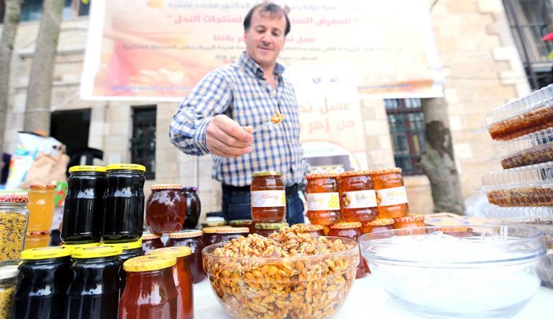 افتتاح المعرض السنوي الرابع لمنتجات النحل في البيرة