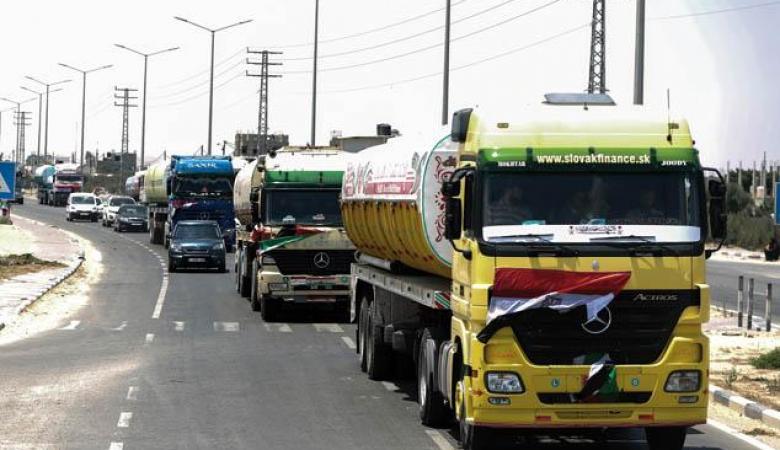ادخال عشرات الشاحنات المحملة بالوقود والبضائع الى غزة عبر مصر