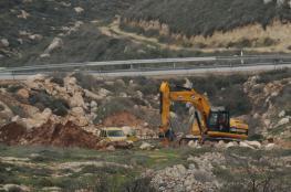 قوات الاحتلال تجرف أراضي في كفر الديك بسلفيت