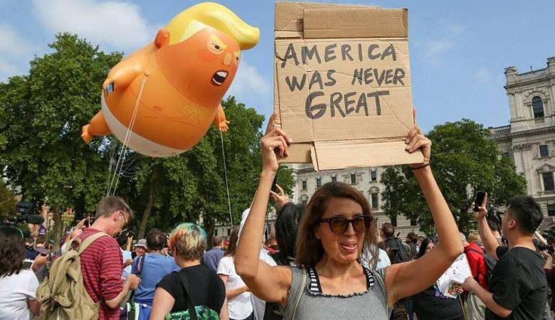 """مظاهرات حاشدة في لندن احتجاجاً على زيارة ترامب """"غير المرحب بها"""""""