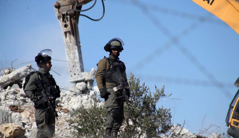 شاهد ..الاحتلال يهدم منزلين في رام الله