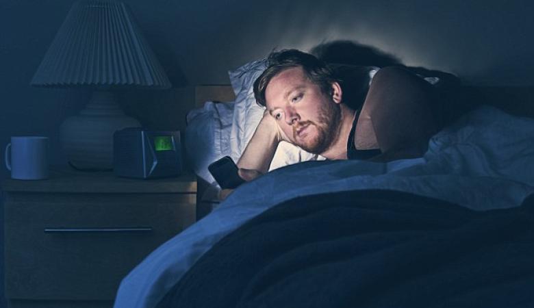اضرار كبيرة لتصفح الهاتف المحمول قبل النوم