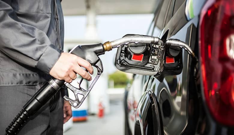"""كورونا تتسبب بتراجع """"غير مسبوق"""" في مبيعات الوقود بالضفة"""