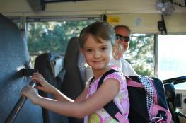 ضبط حافلة غير قانونية بداخلها 30 طفلاً من احدى رياض الاطفال