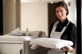براتب خيالي.. شركة نظافة بريطانية تطلب عاملات بشرط واحد!