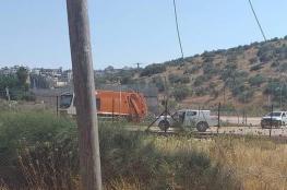 الاحتلال يستولي على مركبة لجمع النفايات شمال الضفة الغربية