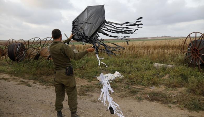 عشرات ملايين الشواقل خسائر اسرائيل بسبب الطائرات الورقية الحارقة