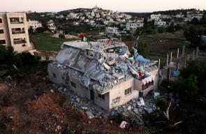 جرافات الاحتلال تهدم منزل الأسير قسـام البرغوثي في بلدة كوبر شمال غرب رام الله