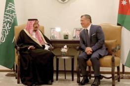 الملك عبد الله يدين استهداف الحوثيين لمدينة الرياض بصاروخ باليستي