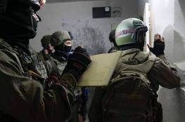 جنين : الاحتلال يأخذ قياسات منزل أسير متهم بتنفيذ عملية الحجر