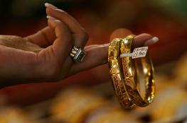 انخفاض سعر الذهب بسبب الدولار