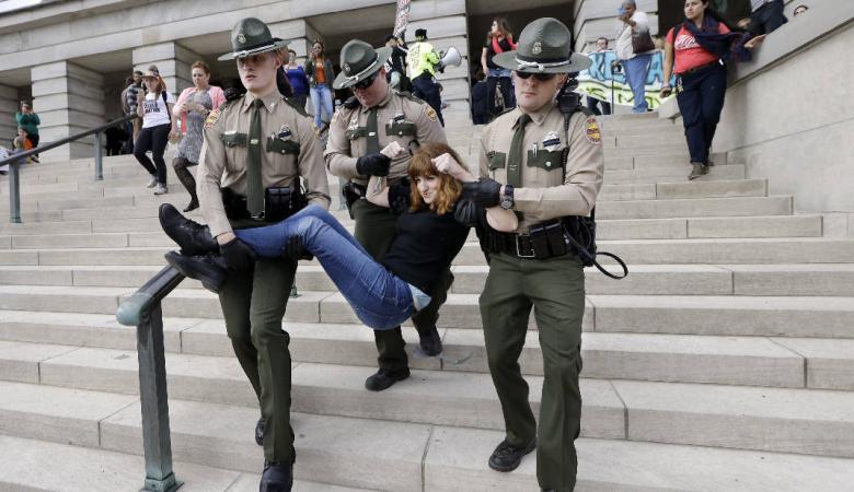الشرطة الامريكية تعتقل 80 متظاهرا ضد سياسات ترامب