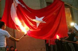 اليونان تدين حرق العلم التركي داخل أراضيها