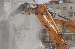 جرافات الاحتلال تهدم مغسلة للسيارات جنوب القدس