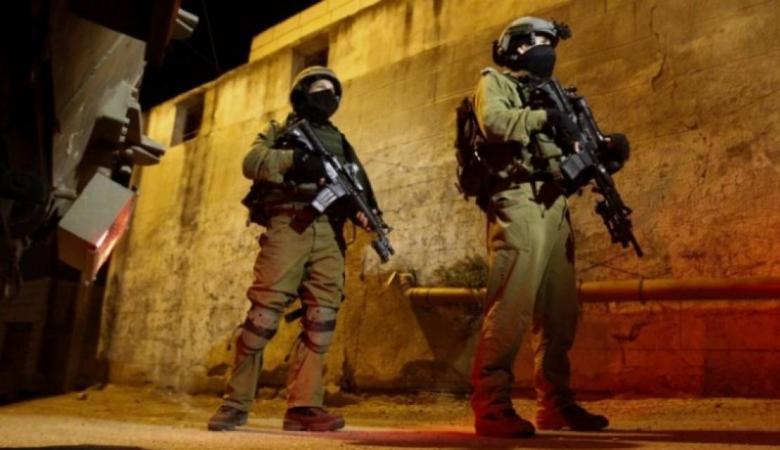 الاحتلال يعتقل مواطنين بينهما أسير محرر من طولكرم