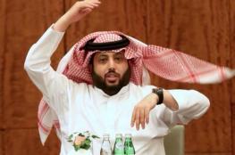 تركي آل الشيخ يتقبل  التعازي بوفاته