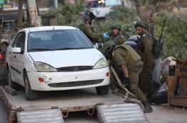 الاحتلال يصادر مركبة غرب رام الله ويعتقل شابين