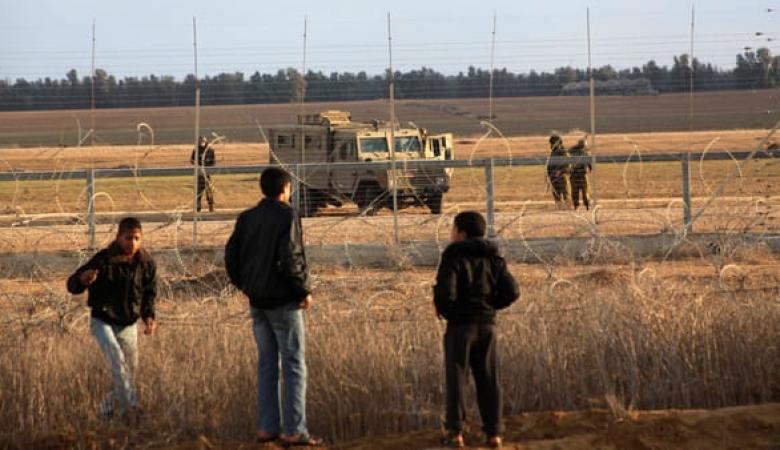 الاحتلال يطلق النار صوب مجموعة من المواطنين شرق خان يونس