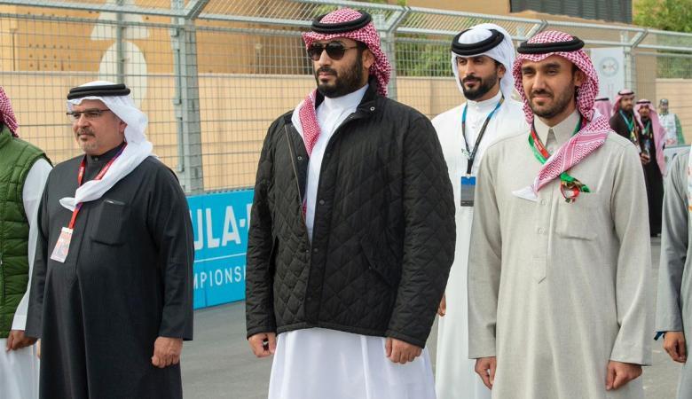 """جكيت ولي العهد بن سلمان """"الرخيص """"  يحدث ضجة في السعودية"""