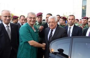 رام الله - الرئيس محمود عباس، أثناء مغادرتة المستشفى الاستشاري .