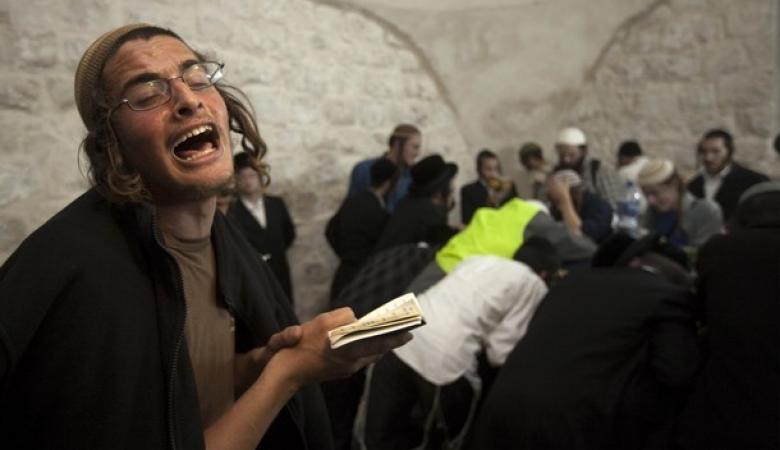 أكثر من الف مستوطن اقتحموا قبر يوسف بنابلس
