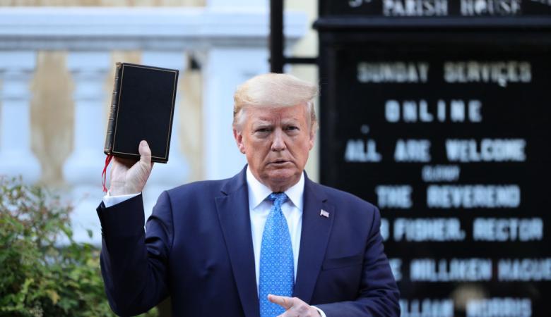 الكنيسة غاضبة جداً من استغلال ترامب الرموز الدينية