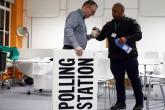 فتح مكاتب الاقتراع في الانتخابات التشريعية المبكرة في بريطانيا