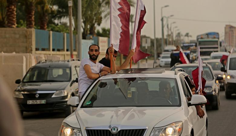 يديعوت تتساءل : كيف دخلت الملايين القطرية الى غزة ؟