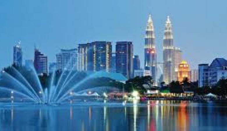 """""""التعليم العالي"""" تعلن عن توفر منح دراسية في ماليزيا وبولندا"""