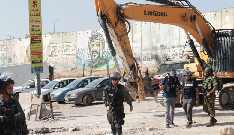 """الاحتلال يهدم خمسة مساكن و""""بركسين"""" شرق أريحا"""