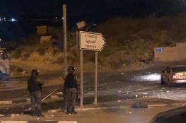 قوات الاحتلال تعتدي على شاب بالضرب وتصيب آخر بحروق في العيسوية