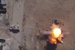 """شاهد ..فيديو مثير لقصف مدرعة من طائرة مسيّرة لـ""""داعش """""""