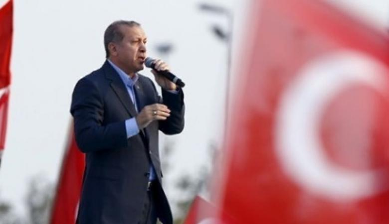 اتَّصل بزعماء أحزاب مختلفة.. هذا أول تعليق لأردوغان على نتائج الاستفتاء