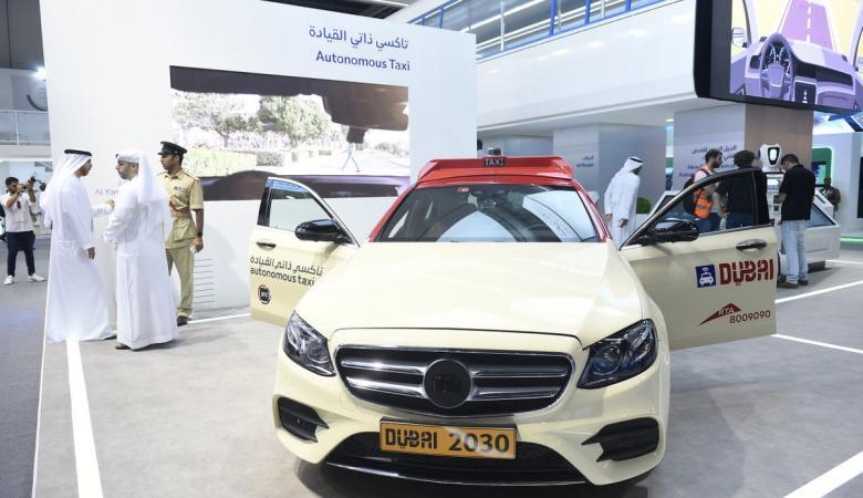 """بالصور.. دبي تدشن أول تاكسي """"ذاتي القيادة"""" في الشرق الاوسط"""