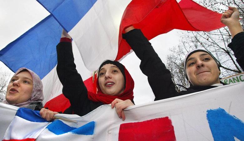 فرنسا تقر مشروعا يزيد التمييز ضد المسلمين