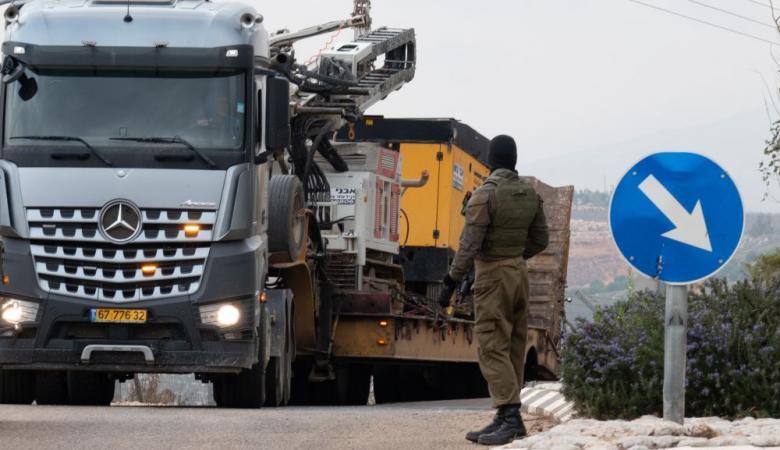 الاحتلال يغلق كافة الطرق المؤدية الى دير نظام في رام الله (صور )