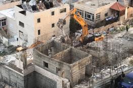 جرافات الاحتلال تهدم مبنى قيد الإنشاء في بيت حنينا بالقدس المحتلة