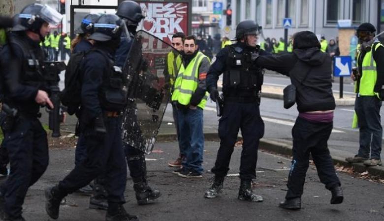 الشرطة الفرنسية توقف 137 متظاهرا من السترات الصفراء