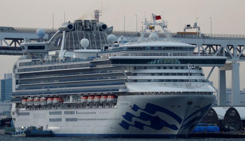 """إصابة 88 شخصا بـ""""كورونا"""" في السفينة السياحية قبالة اليابان"""