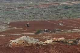 الاحتلال يوقف العمل في مشروع استصلاح اراض شرق رام الله ويستولي على آلية