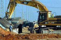 جرافات الاحتلال تهدم بركس سكني في القدس