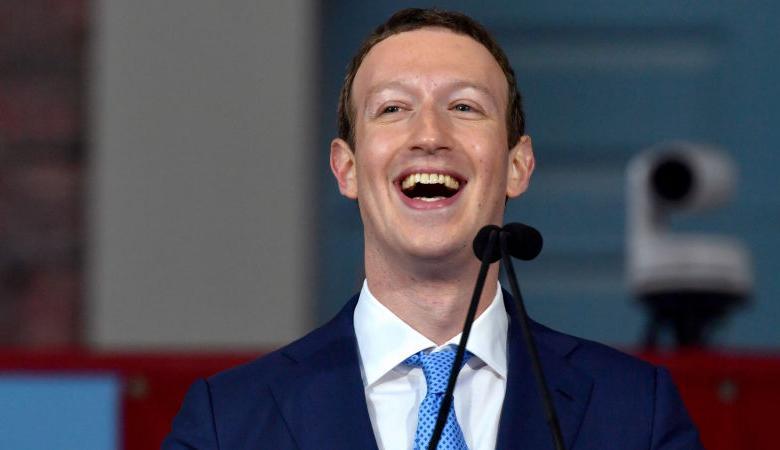 استدعاء  مؤسس فيسبوك بعد الفضيحة المدوية