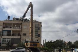 جرافات الاحتلال تهدم شقة في بناية سكنية بحي شعفاط بالقدس