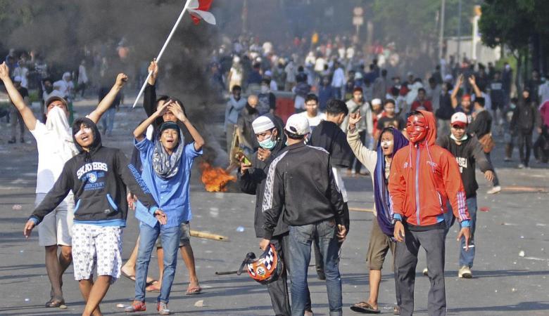 6 قتلى ومئات المصابين في مواجهات مع الشرطة الاندونيسية