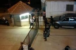 محاصرة واطلاق النار على مقر للوقائي في نابلس