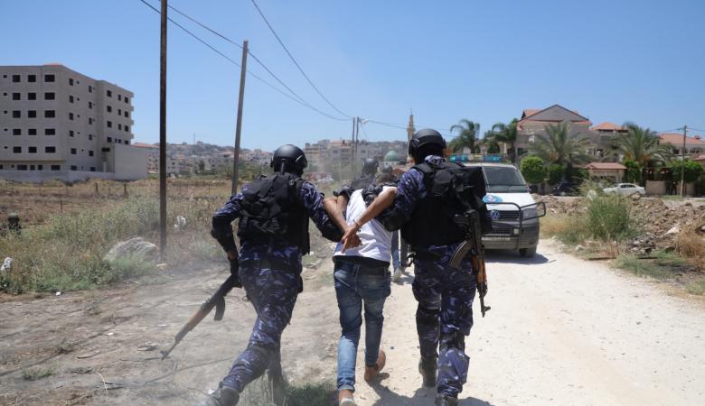 القبض على تاجر مخدرات تحصن في جبال نابلس  لأكثر من عامين